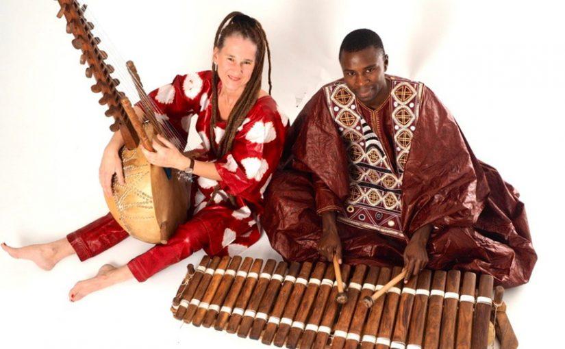 Ursula Branscheid-Kouyaté und Mamadi Kouyaté spielen beim Sommerfest des Freundeskreises Uganda. © Foto: Veranstalter